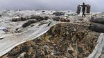 Kurangi Bau, Sampah TPA Cipayung Ditutup Plastik