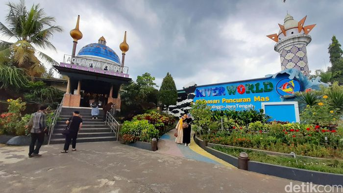 Taman Wisata Pendidikan Purbasari Pancuran Mas di Purbalingga jadi pilihan menarik habiskan akhir pekan. Di sana pengunjung juga mendapat edukasi tentang satwa.