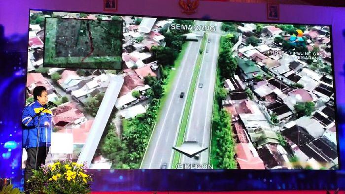 Direktur Utama PT Rekayasa Industri memaparkan rencana kerja proyek pipa Cirebon-Semarang