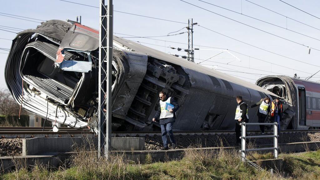 2 Orang Tewas dan Puluhan Terluka Imbas Kecelakaan Kereta di Italia