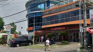 Polda Metro Jaya Gerebek Pabrik Ganja Sintetis di Surabaya