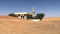 Desa Al Madam dirancang rapi dengan dua baris rumah dan sebuah masjid di sana, namun dibiarkan begitu saja. Ada indikasi bahwa penduduk pergi dengan tergesa-gesam, pintu-pintu terbuka lebar, barang-barang pribadi dibiarkan berserakan (Foto: CNN)