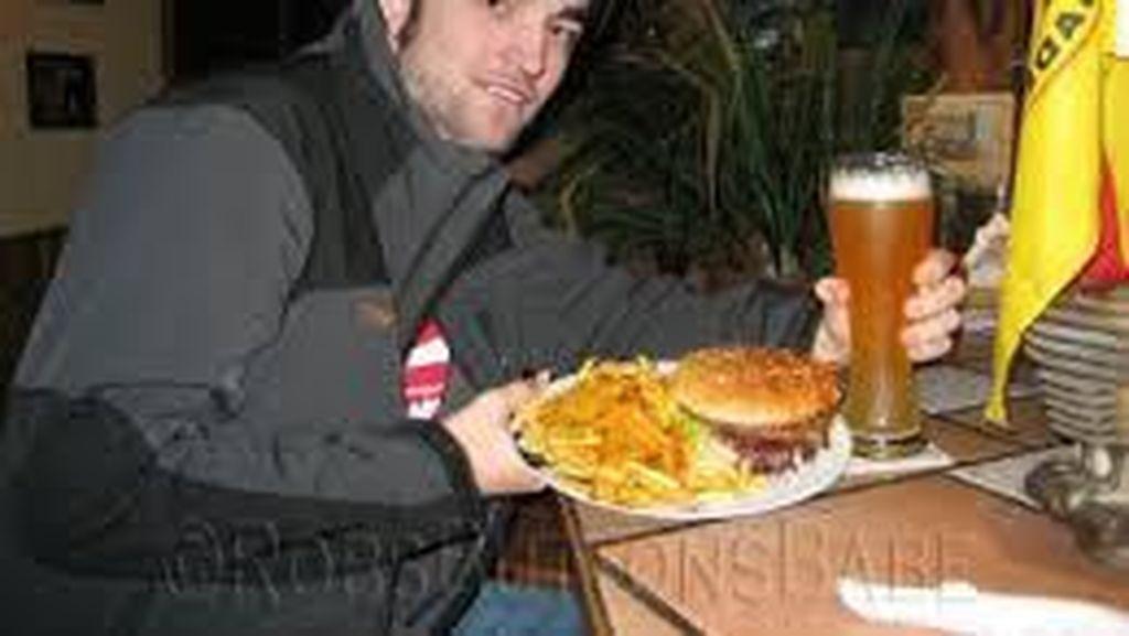 Robert Pattinson, Pria Paling Tampan yang Doyan Burger dan Hot Dog