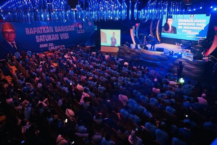 Calon ketua umum petahana PAN Zulkifli Hasan menyampaikan pidato politik di acara konsolidasi DPD-DPW PAN se-Indonesia yang berlangsung di Hotel Mercure, Makassar.
