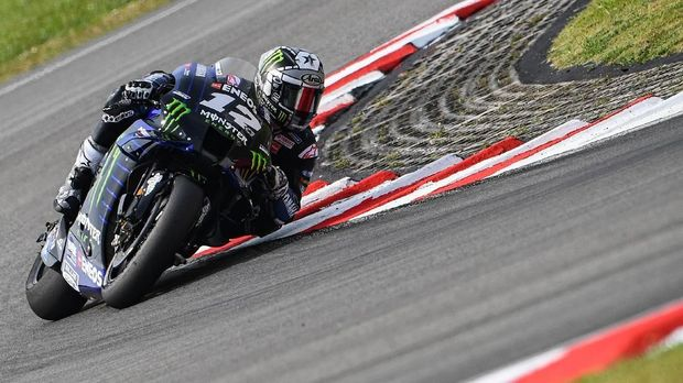 Monster Energy Yamaha's Spanish rider Maverick Vinales steers through a corner during the second day of the pre-season MotoGP winter test at the Sepang International Circuit in Sepang on February 8, 2020. (Photo by Mohd RASFAN / AFP)