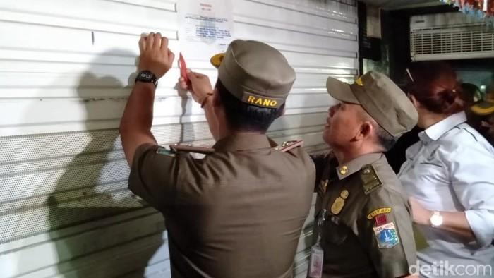 Satpol PP segel diskotek Golden Crown Jakarta Barat