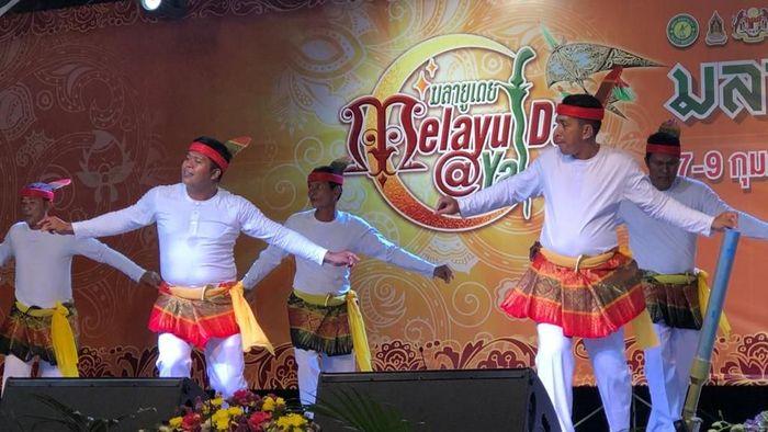 Tarian Aceh di ajang 7th Melayu Day @ Yala, Thailand.