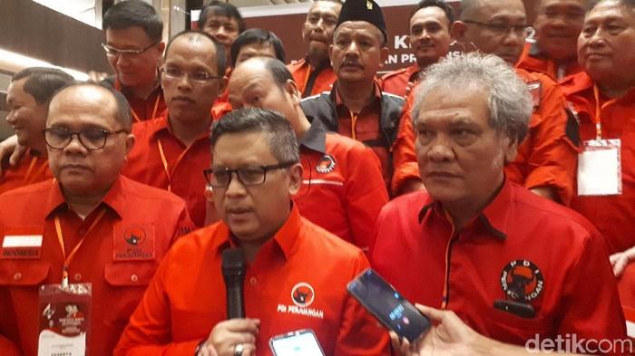 Sekjen PDIP Hasto Kristiyanto dan Ketua DPD PDIP Sumatera Utara (Sumut) Japorman Saragih