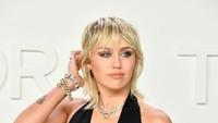 Miley Cyrus Tampil Topless di Majalah Rolling Stone