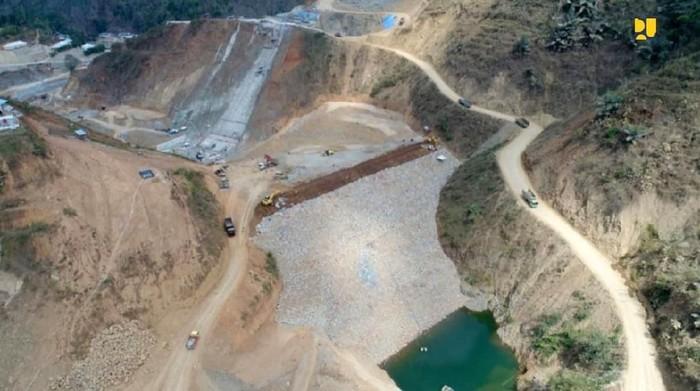 Kementerian PUPR sedang menyelesaikan pembangunan tiga bendungan di Provinsi Jawa Timur, yakni Bendungan Bendo di Ponorogo, Bendungan Tukul di Pacitan dan Bendungan Gongseng di Bojonegoro. Ketiganya siap diisi (impounding) pada 2020.