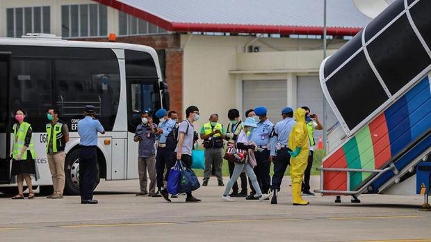 Jemput WN China di Bali, Kru Pesawat Dilarang Turun