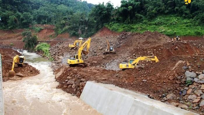 Selain Bendungan Sukamahi, Kementerian PUPR juga membangun Bendungan Ciawi untuk menangkal banjir menyerbu Jakarta. Intip yuk proyeknya.