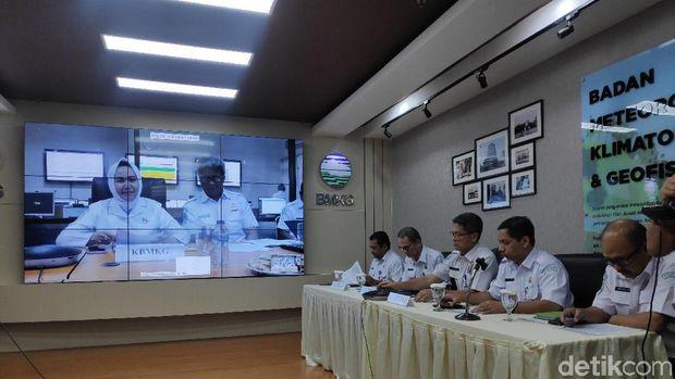 Konferensi Pers BMKG Soal Potensi Hujan hingga 13 Februari