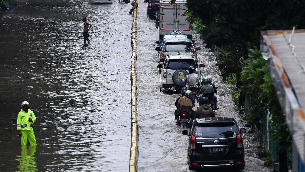 7 Tipe Netizen yang Kritik Gubernur Anies soal Banjir