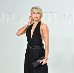 Foto: Miley Cyrus Eksis Lagi di Red Carpet Setelah Resmi Cerai