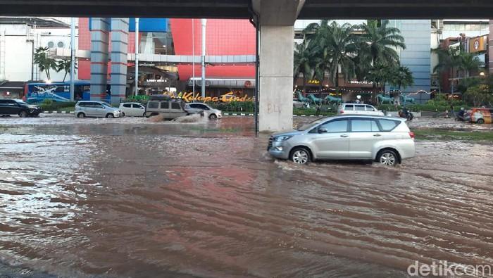 Banjir di kawasan Kelapa Gading per pukul 17.52 WIB, Sabtu (8/2/2020).