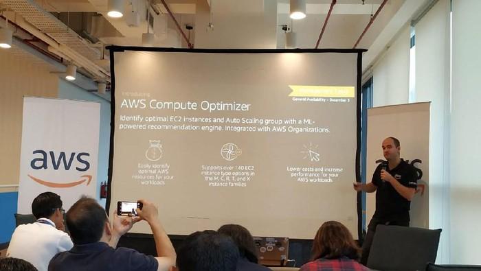 Amazon Web Services perbanyak fitur teknologi.