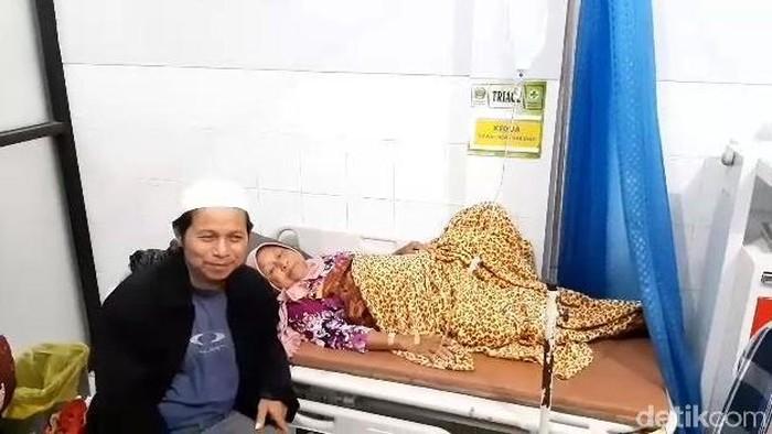 Sebanyak 196 warga Desa Pengadegan, Kecamatan Wangon, Banyumas diduga mengalami keracunan makanan, Minggu (9/2/2020).