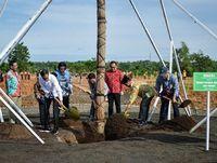 Hutan yang baru diresmikan ini bernama Hutan Pers Taman Spesies Endemik Indonesia dan Taman Hujan Tropis.