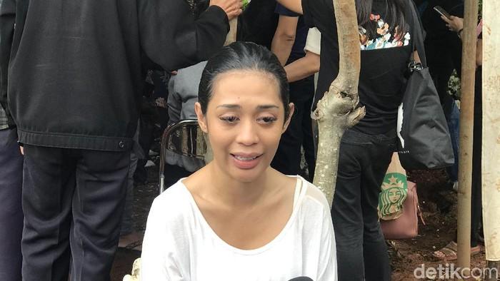 Pemakaman Anak Karen Pooroe di TPU Tanah Kusir, Jakarta