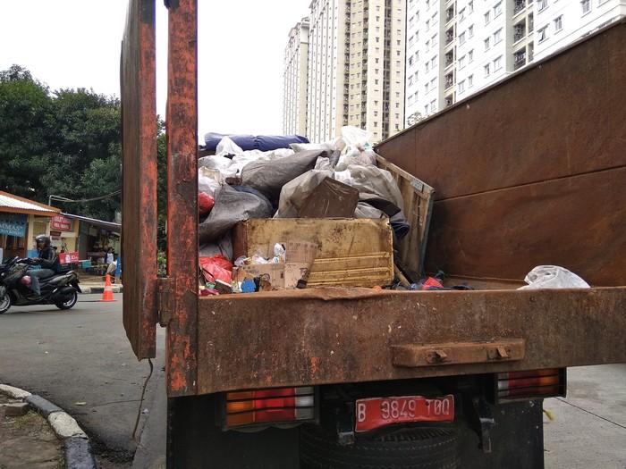 Kendala Utama Surutnya Banjir Underpass Kemayoran, Petugas Damkar: Sampah