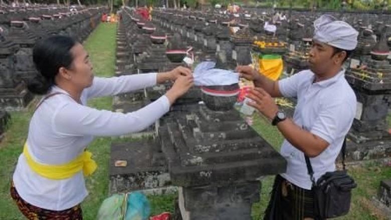 Ritual adat menghromati I Gusti Ngurah Rai