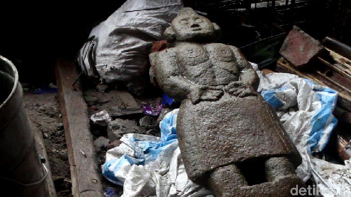 Patung batu mirip manusia yang ditemukan di Pinrang, Sulsel (Hasrul Nawir/detikcom)