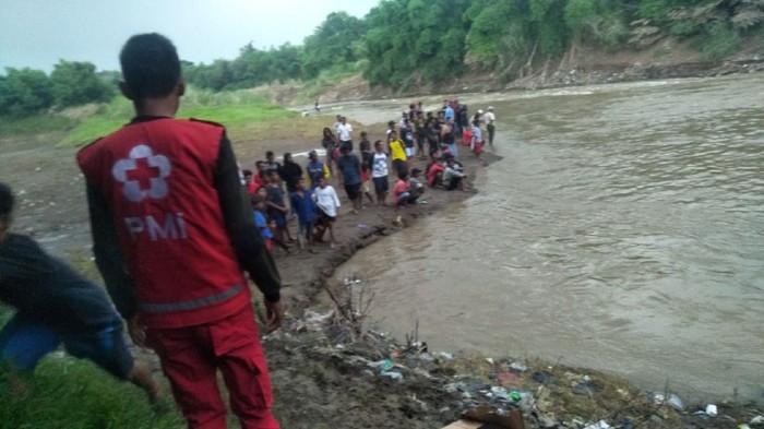 Tiga bocah warga Desa Kedungbokor, Kecamatan Larangan, Kabupaten Brebes terseret arus Sungai Pemali saat sedang mancing, Minggu (9/2/2020).
