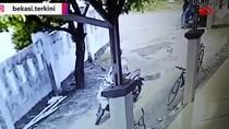 Terekam CCTV! Aksi Pencurian Motor di Bekasi