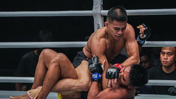 Eko Roni Saputra memenangi ONE Championship bertajuk ONE: WARRIORS CODE di Jakarta, Jumat (7/2/2020)