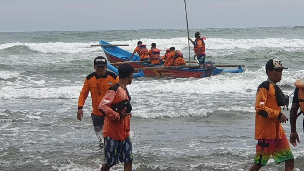 Cari Mahasiswa Tenggelam di Parangtritis, Tim SAR Sisir Laut-Darat