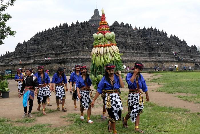 Kawasan Candi Borobudur ramai dengan kegiatan Ruwat Rawat Borobudur. Kegiatan itu digelar sebagai bentuk pelestarian terhadap situs warisan budaya dunia.