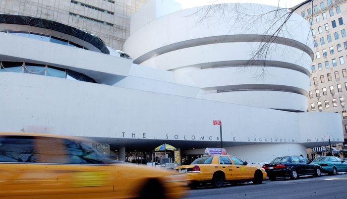 Museum Solomon R Guggenheim atau kerap disebut sebagai The Guggenheim merupakan museum seni rupa yang berada di kawasan Manhattan, New York City, Amerika Serikat. Museum ini didesain oleh Frank Llold Wright, yang merupakan salah satu arsitek paling terkenal di dunia. Getty Images/Stephen Chernin.