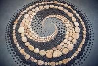 karya seni geometris dari bebatuan