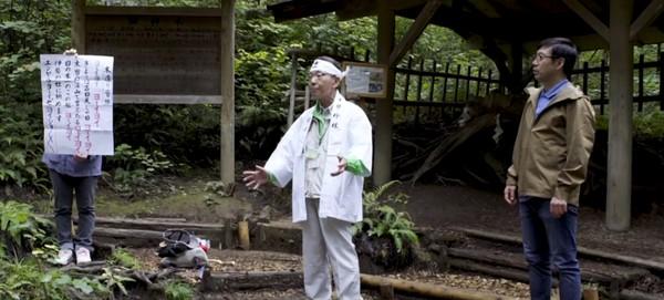 Inilah tradisi yang unik dari Jepang, Shinrin-yuko. Tradisi Shinrin-yuko sering disebut juga forest bathing. Ya, ini adalah bentuk terapi yang sudah ada sejak tahun 1980an. (BBC)