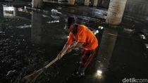 Penampakan Banjir di Underpass Kemayoran Surut, Sisakan Lumpur