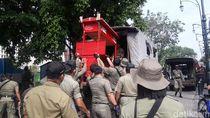 Teriakan Histeris Pedagang Warnai Penertiban PKL Kota Lama Semarang