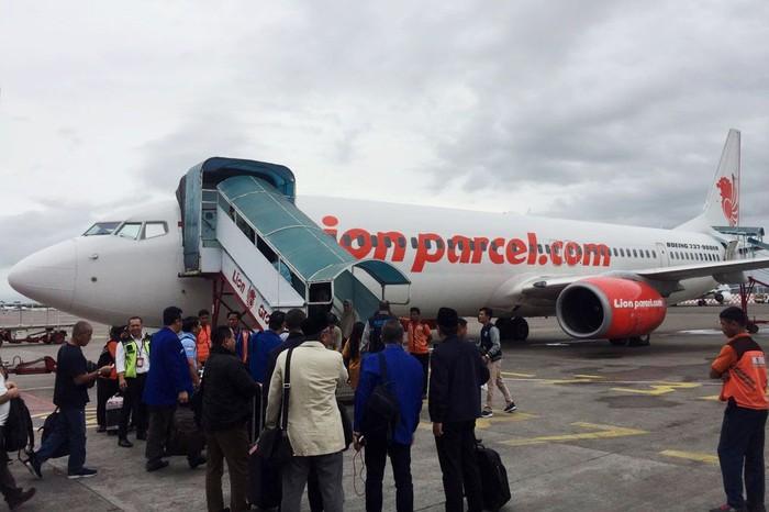 PAN menggelar kongres yang salah satu agendanya pemilihan ketua umum. Hari ini, caketum petahana PAN Zulkifli Hasan mencarter pesawat untuk memberangkatkan 392 voters ke kongres.