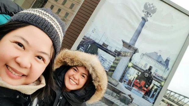 Dania Wie dan kakaknya menikmati musim dingin di Rusia dengan kereta Trans Siberia.