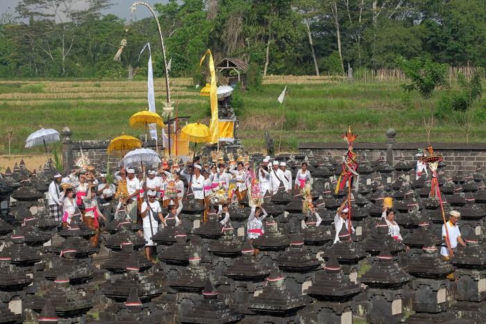 Warga Desa Kelaci, Kabupaten Tabanan, Bali, rutin menggelar ritual adat dalam rangkaian peringatan perjuangan I Gusti Ngurah Rai.