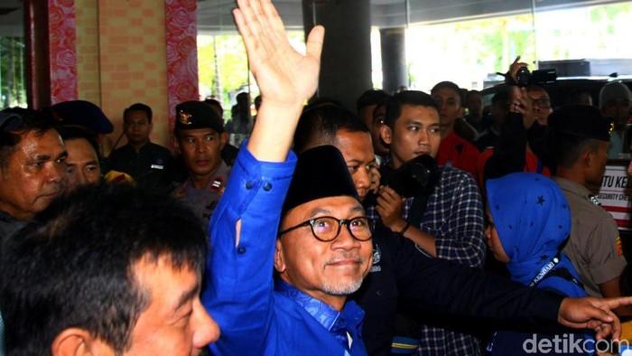 Zulkifli Hasan (Zulhas) resmi mendaftar sebagai calon Ketua Umum (Ketum) PAN. Zulhas mengaku didukung oleh 26 DPW PAN se-Indonesia.