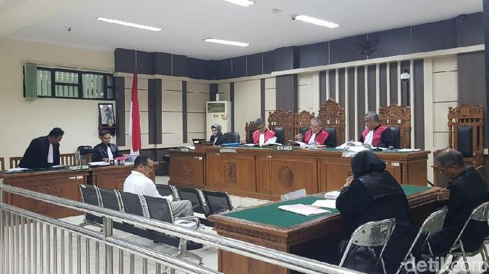 Stafsus Bupati Kudus M Tamzil, Agoes Soeranto dituntut 6 tahun bui, Senin (10/2/2020)
