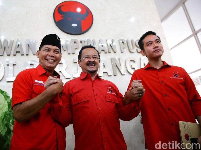 Gibran bersama Achmad Purnomo dan Teguh Prakosa jalani uji kelayakan dan kepatutan terkait Pilkada Solo. Kegiatan itu dilakukan kantor DPP PDIP, Jakarta.