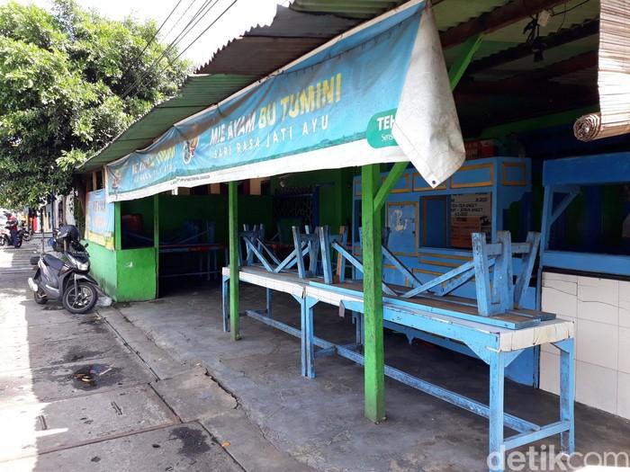 Pemilik Mi Ayam Bu Tumini meninggal dunia pada Jumat (7/2). Terpantau warungnya di Jalan Imogiri Timur, Yogyakarta, masih tutup hingga hari ini.