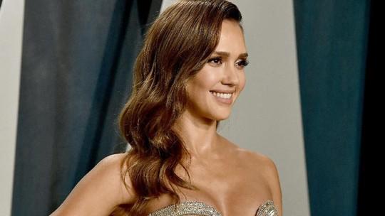 Penampilan Seksi Jessica Alba di Vanity Fair Oscar Party