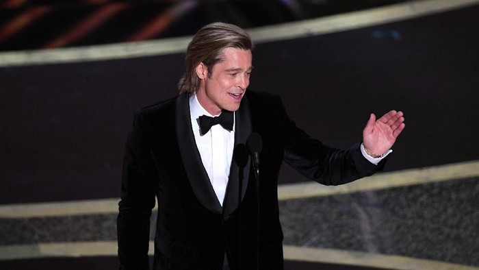HOLLYWOOD, CALIFORNIA - FEBRUARY 09: Brad Pitt accepts the Actor in a Supporting Role award for Once Upon a Time...in Hollywood onstage during the 92nd Annual Academy Awards at Dolby Theatre on February 09, 2020 in Hollywood, California. (Photo by Kevin Winter/Getty Images)