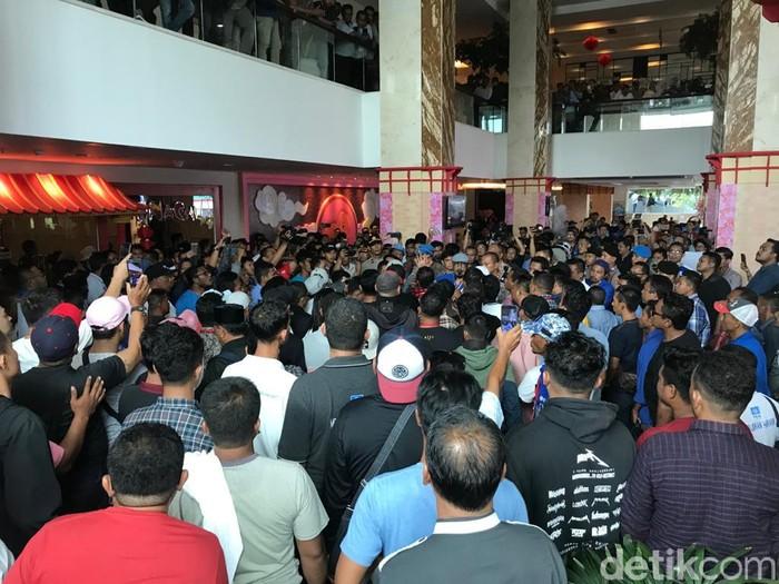 Keributan terjadi di arena Kongres PAN di Hotel Claro, Kendari, Sulawesi Tenggara (Sultra).