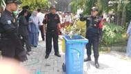 Siswa dan Guru SD di Surabaya Dihebohkan Kemunculan Ular Cobra