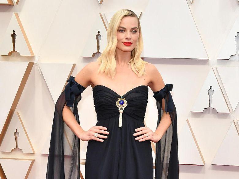 Margot Robbie saat tampil di Oscar 2020 di California, AS pada Senin (10/2).Amy Sussman/Getty Images