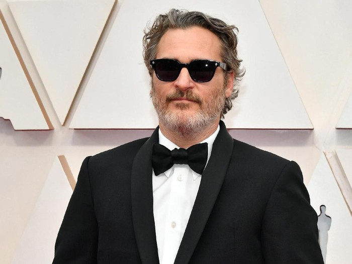 HOLLYWOOD, CALIFORNIA - FEBRUARY 09: Joaquin Phoenix attends the 92nd Annual Academy Awards at Hollywood and Highland on February 09, 2020 in Hollywood, California. (Photo by Amy Sussman/Getty Images)
